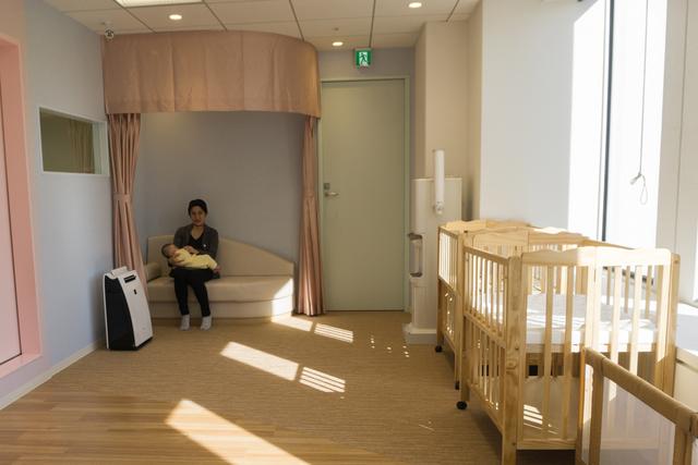 託児スペースの奥には、カーテンの付いた授乳コーナーも