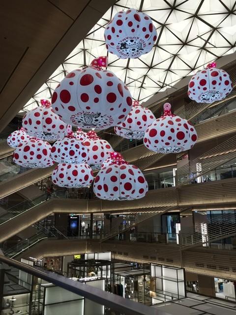 草間彌生のアート作品「カボチャの風船」