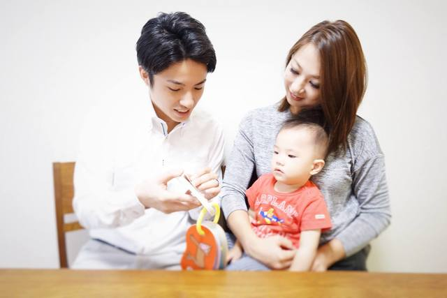 家族と過ごす田中さん。父親になったことをきっかけに家族...