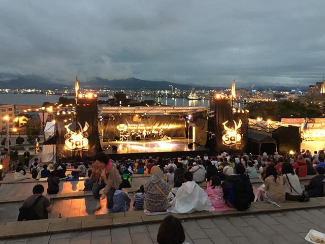 元町公園に設置されるステージ